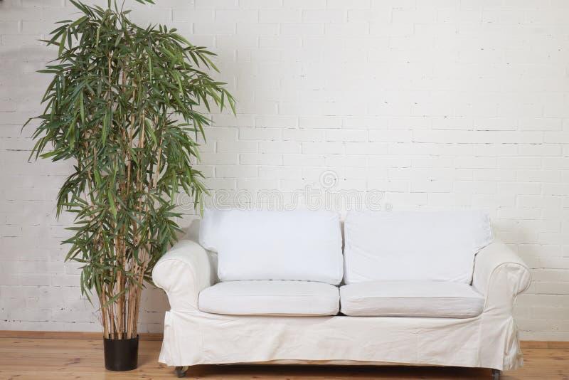 Una vista di un interiore dell'appartamento moderno fotografia stock