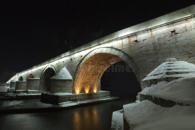 Una Vista Di Un Ponticello Di Pietra Famoso A Skopje Fotografie Stock