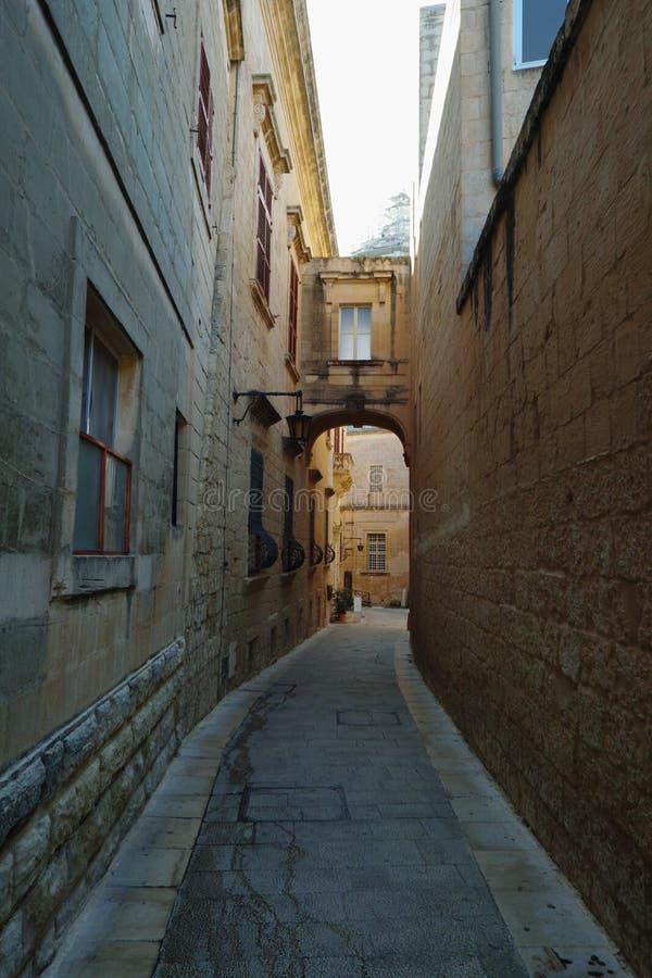 Una vista di vecchia via di Mdina fotografia stock libera da diritti