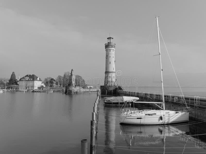 Una vista grafica del porto con il suo faro, Lindau, Baviera, Germania di Lindau fotografia stock