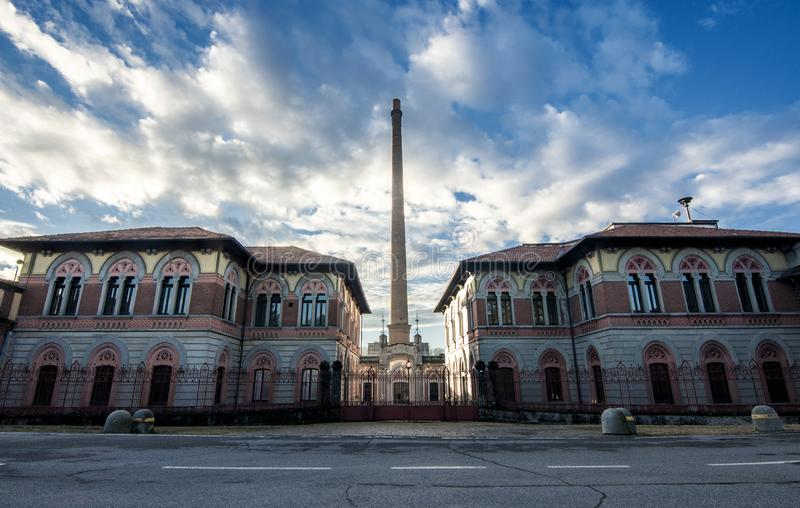 Una vista grande de una f?brica vieja en el pueblo de Crespi d ?Adda Workers, sitio de la UNESCO, B?rgamo, Italia imagen de archivo libre de regalías