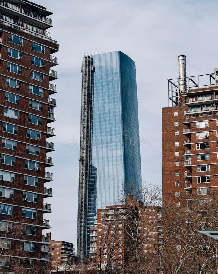Una vista a 15 Hudson Yards a través de construcciones de viviendas en Chelsea New York City fotos de archivo libres de regalías