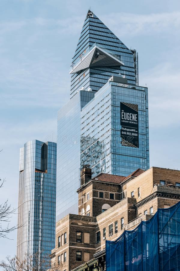 Una vista a 30 Hudson Yards a través de construcciones de viviendas en Chelsea New York City fotografía de archivo