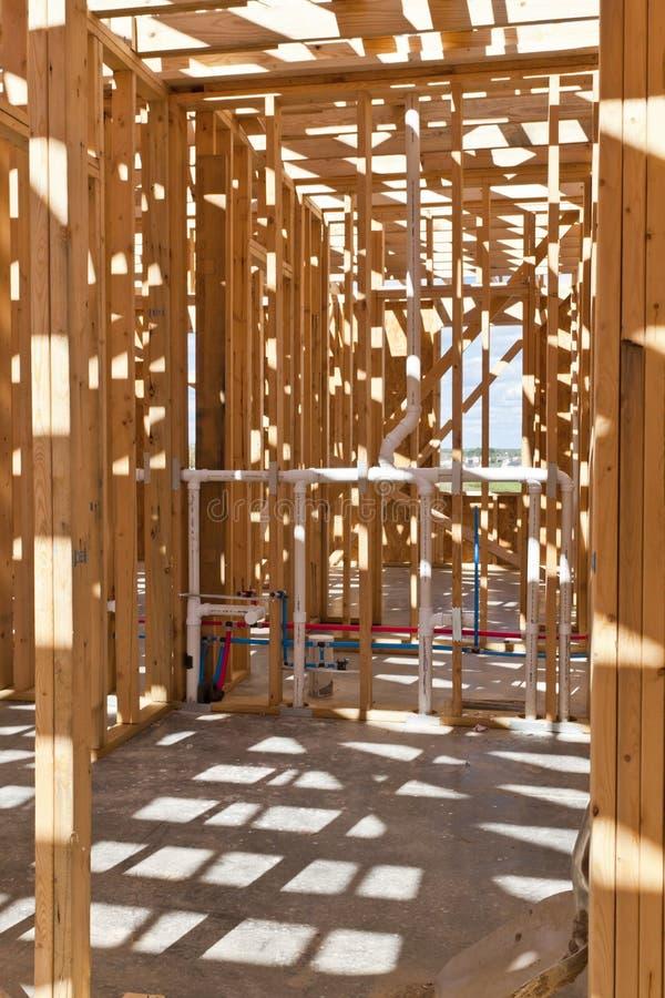 Una vista interior de un nuevo hogar bajo construcción imágenes de archivo libres de regalías