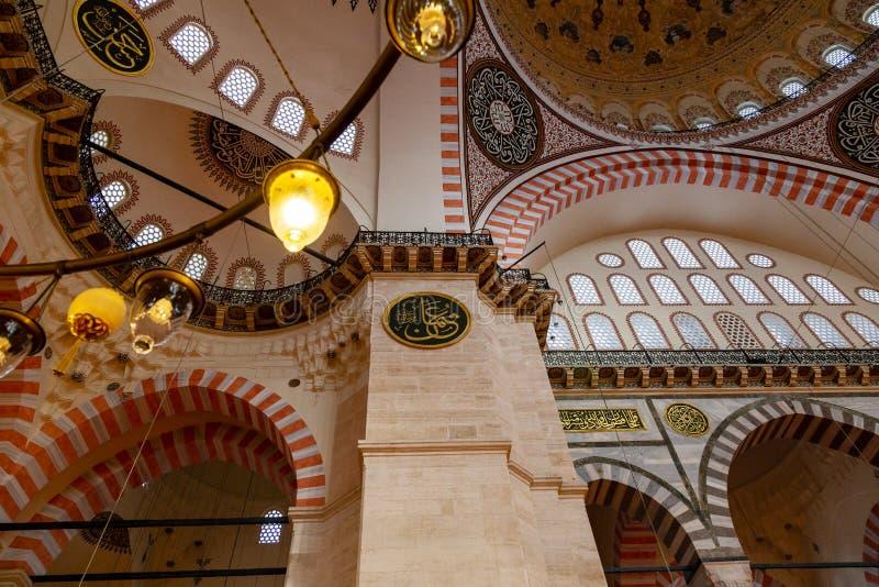 Una vista interna della moschea Suleymaniye Camisi, Costantinopoli, Turchia di Suleymaniye immagine stock