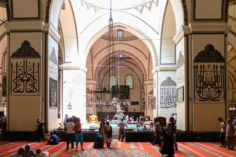 Una vista interna di grande moschea Ulu Cami a Bursa fotografia stock
