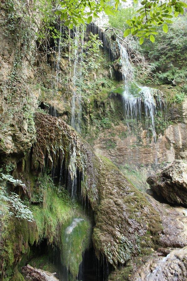 Una vista más cercana de la cascada de Krushuna imágenes de archivo libres de regalías