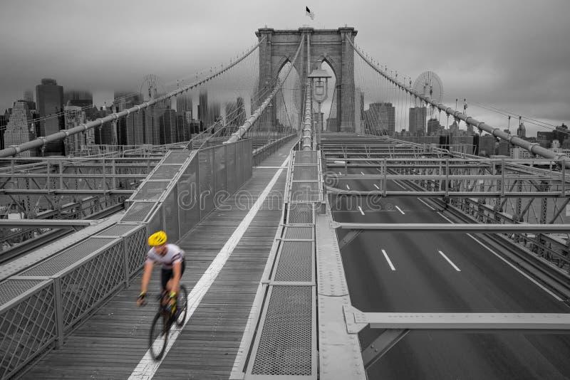Una vista magnifica dei wi più bassi del ponte di Brooklyn e di Manhattan fotografie stock