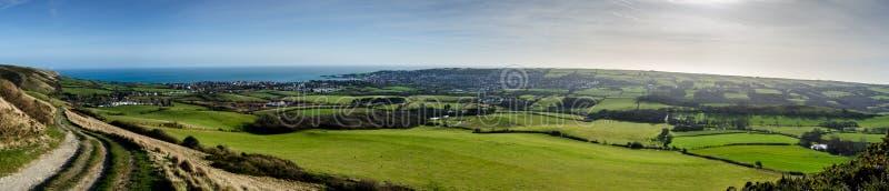 Una vista panoramica sopra lo sguardo dello Swanage, Dorset fotografia stock