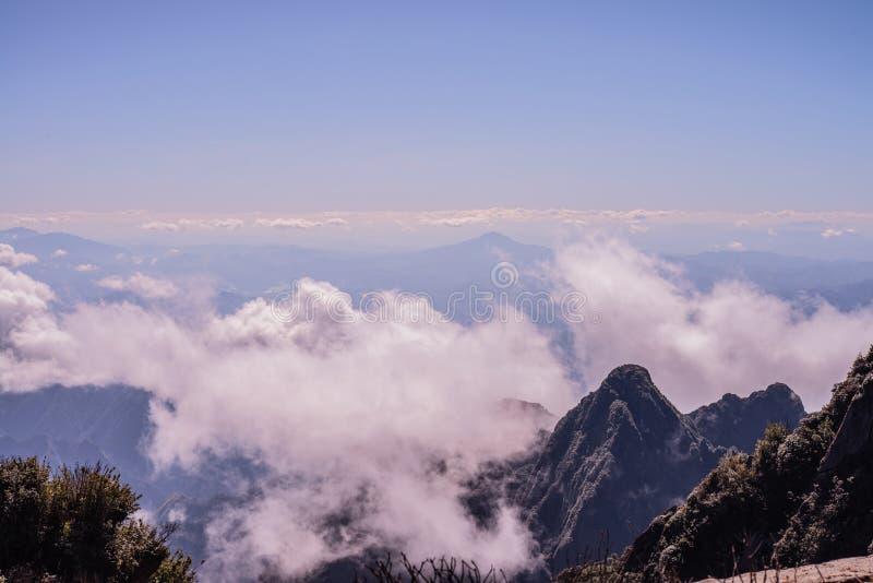 Una vista scenica di paradiso in terra, più alta montagna di Fansipan, Sapa, Vietnam immagine stock