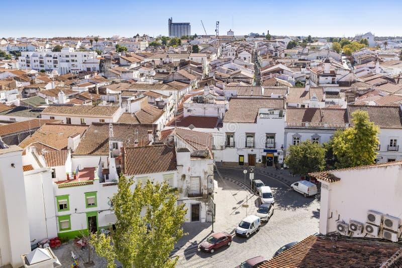 Una vista sopra la città con le case bianche tipiche, Beja, l'Alentejo, Portogallo di Moura immagini stock libere da diritti
