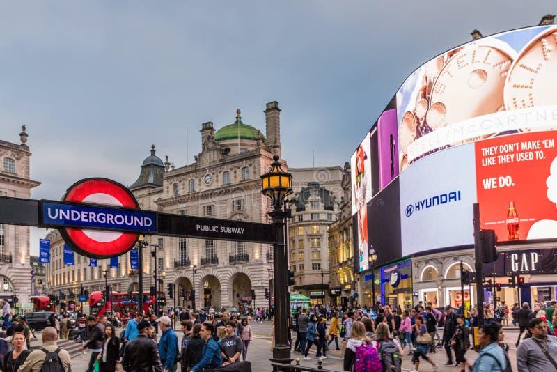Una vista tipica a Londra centrale Regno Unito fotografie stock