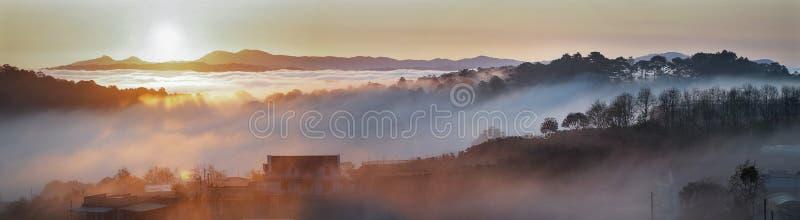 Una vita nelle nuvole fotografie stock libere da diritti