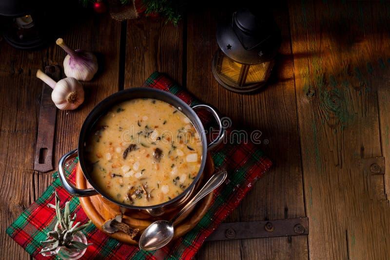 Una zuppa di fungo di natale di stile polacco fotografia stock