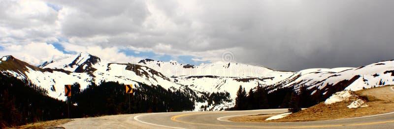 Unabhängigkeits-Durchlauf Felsige Berge kolorado stockfotos