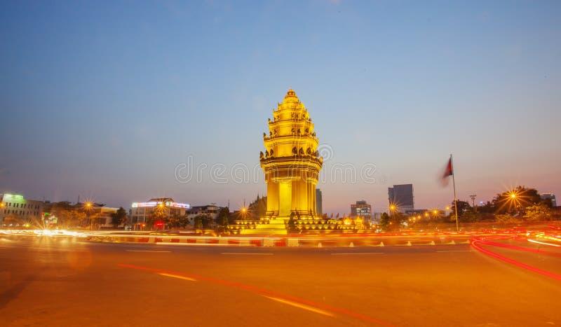 Unabhängigkeits-Monument nachts, Phnom Penh, Kambodscha lizenzfreie stockfotografie