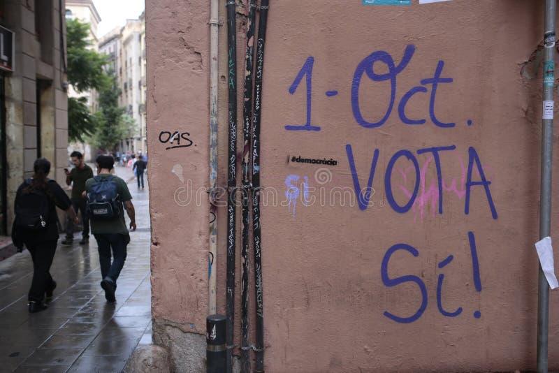Unabhängigkeitsreferendummalereien in Barcelona stockfotografie