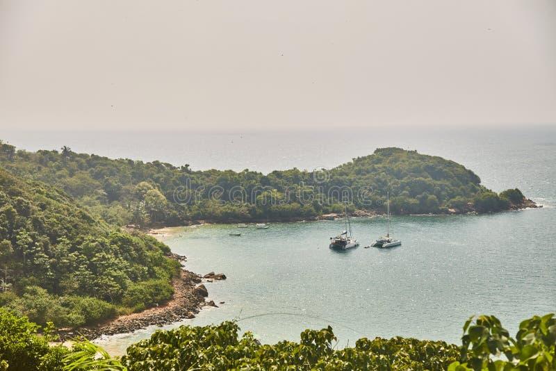 Unawatuna海湾看法  密林海滩鸟瞰图  库存图片