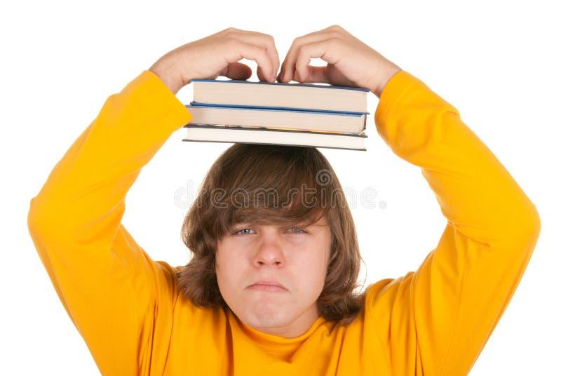 Unbefriedigter Jugendlicher mit Büchern lizenzfreie stockfotos