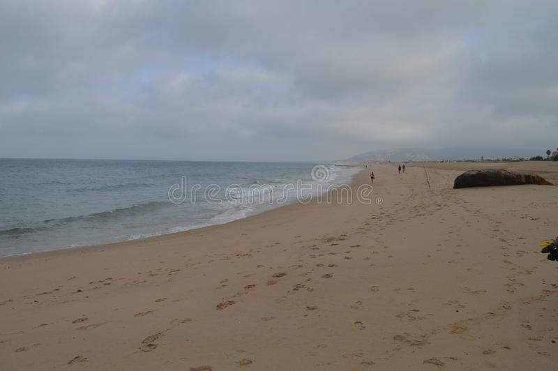 Unbegrenzter Strand mit Fischern auf dem Strand bei Atlanterra in Zahara Natur, Architektur, Geschichte, Straßen-Fotografie 12. J lizenzfreies stockbild