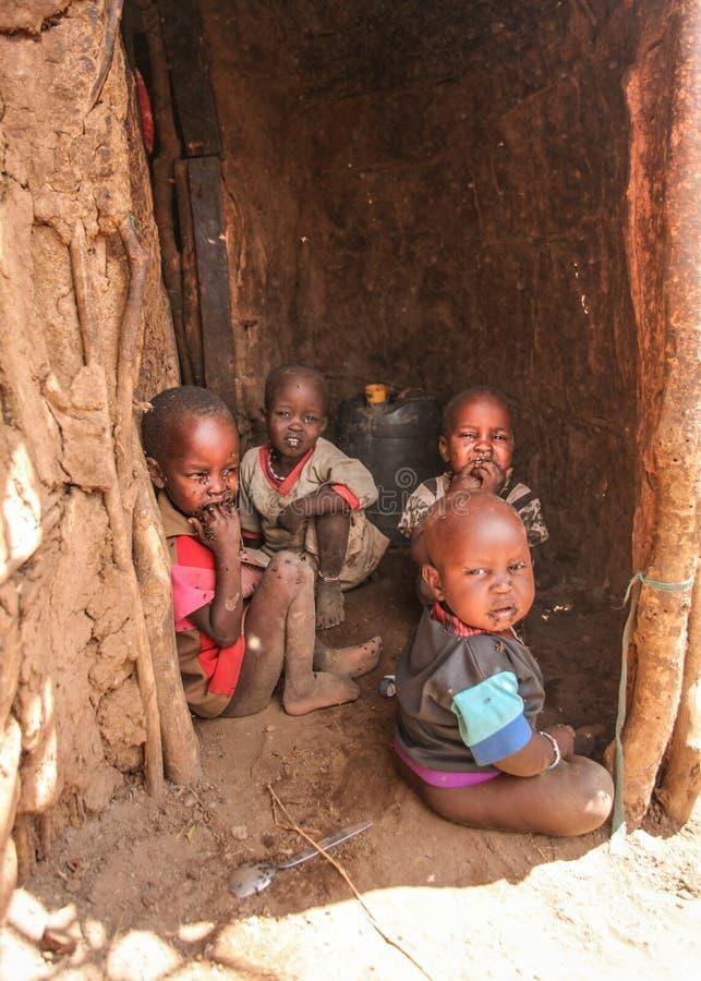 Unbekanntes Masaidorf nahe Amboselli-Park, Kenia - 2. April, 201 stockbilder