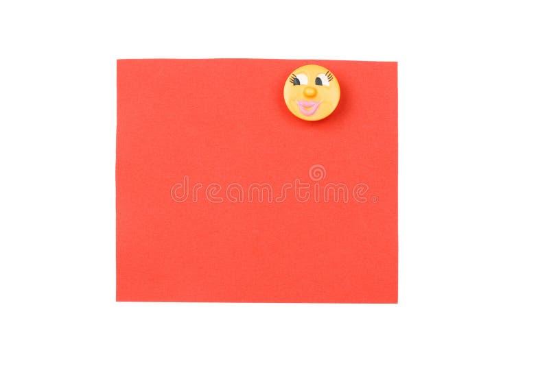 Unbelegte Rote Anmerkung Mit Magneten Lizenzfreies Stockfoto
