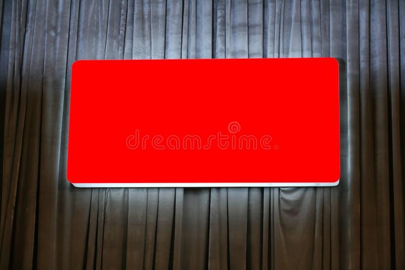 Unbelegte rote Anschlagtafel lizenzfreie stockfotografie