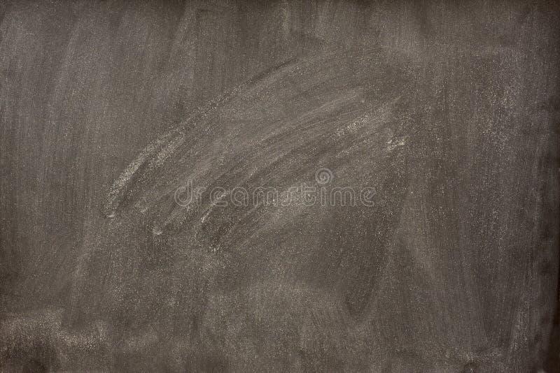 Unbelegte Tafel mit weißen Schmierstellen vom Radiergummi stockfotografie