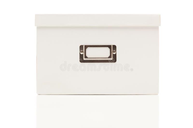 Unbelegter weißer Datei-Kasten mit Kappe auf Weiß lizenzfreie stockbilder