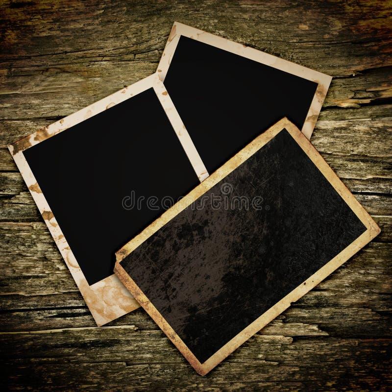 Leerer Fotorahmen auf dem Schmutz stock abbildung