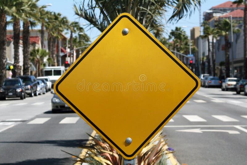 Unbelegtes gelbes Zeichen lizenzfreie stockbilder