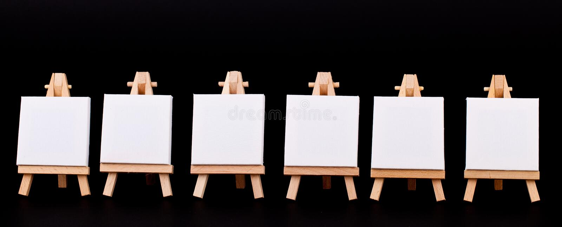 Unbelegtes Mini kennzeichnet innen eine Reihe auf Schwarzem lizenzfreie stockbilder