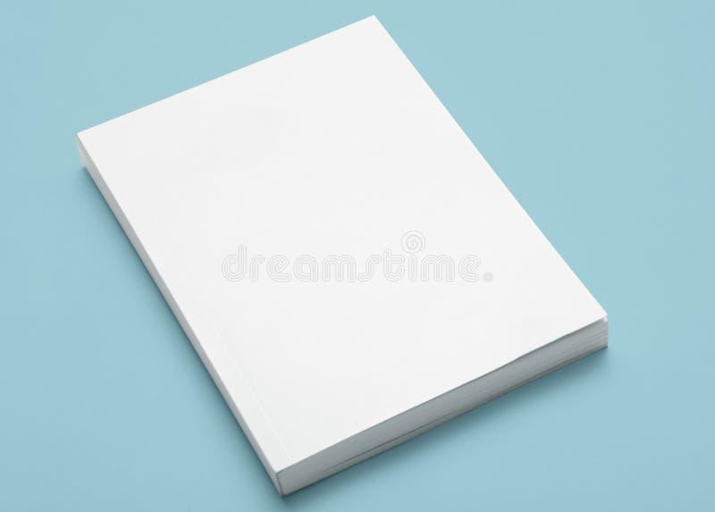 Unbelegtes weißes Buch lizenzfreies stockfoto