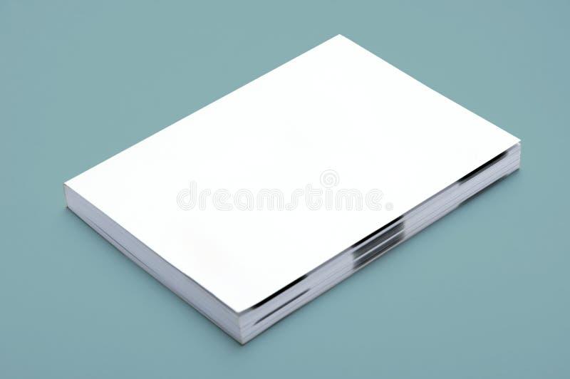 Unbelegtes weißes Buch lizenzfreies stockbild