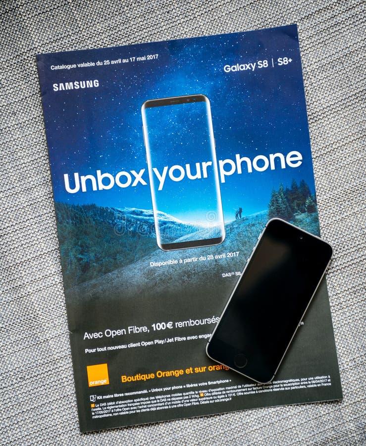 Unbox su campaña publicitaria del teléfono para la galaxia Smartph de Samsung foto de archivo libre de regalías