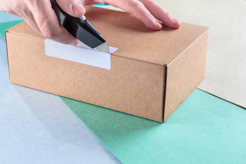 Unboxing os pacotes embalados imagens de stock royalty free
