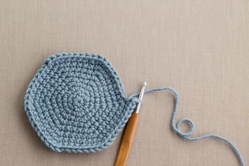 Uncinetto e lana fotografie stock