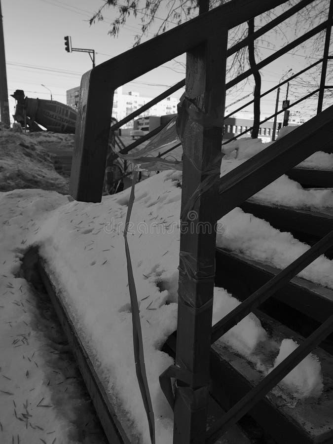 Uncleaned schodki w śniegu obraz stock