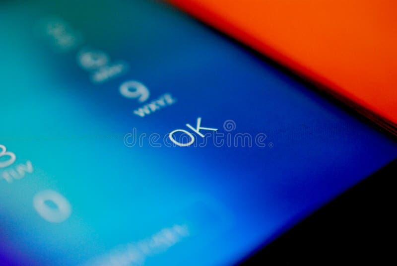 Unclockaantallen op een smartphone, ondiepe dof stock afbeeldingen