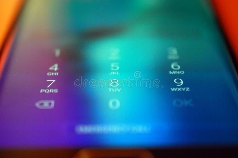 Unclockaantallen op een smartphone, ondiepe dof stock fotografie