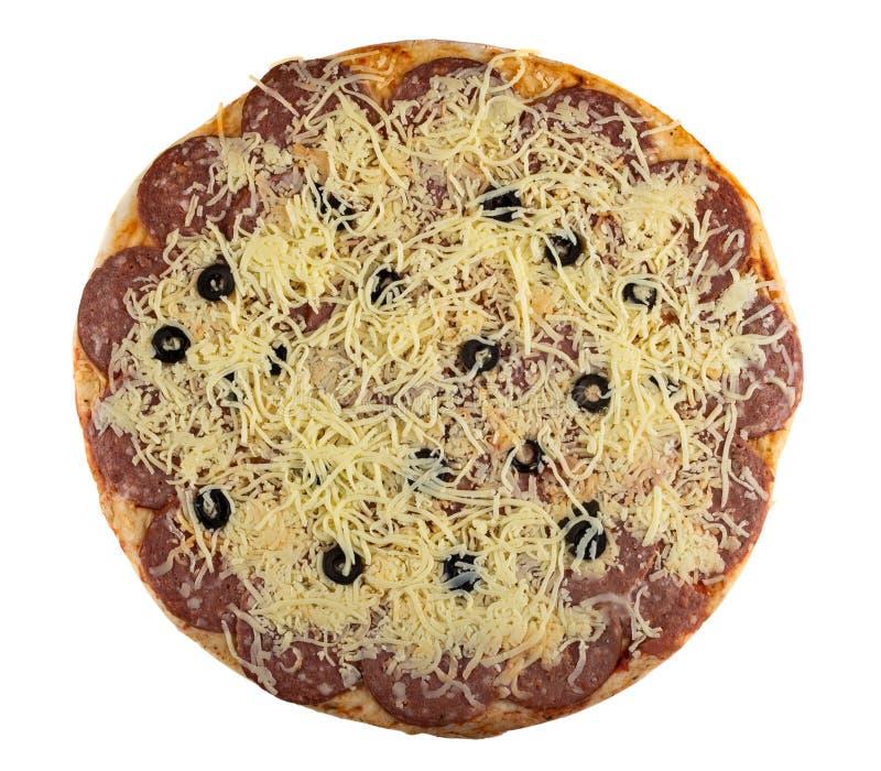 Uncooked pizz pepperoni odizolowywający na bielu Odg?rny widok zdjęcie royalty free