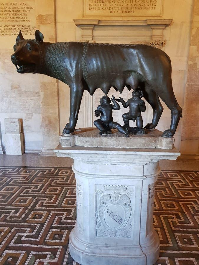 Und Remus de Lupa Romulus foto de archivo