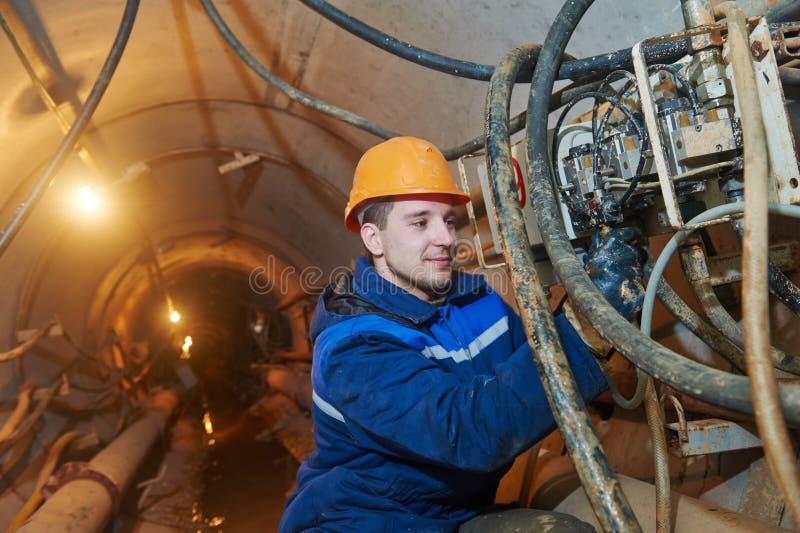 Undeground pracuje w tunelu ściekowa poborca instalacja zdjęcie stock