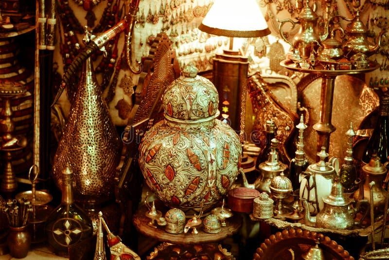 Under av öst i traditionella orientaliska marknader arkivbilder