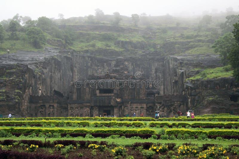 Under av Kailasa av Ellora grottor, vagga-snittet monolitisk t arkivbild