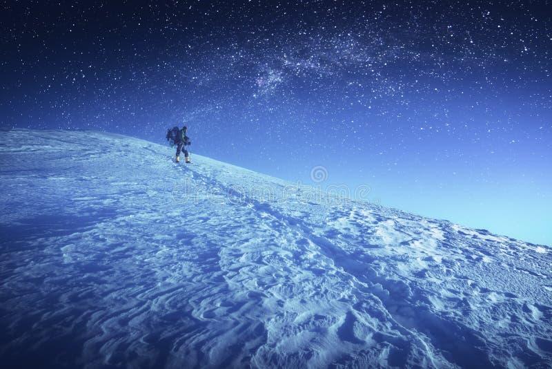 Under den stjärnklara himlen arkivbilder