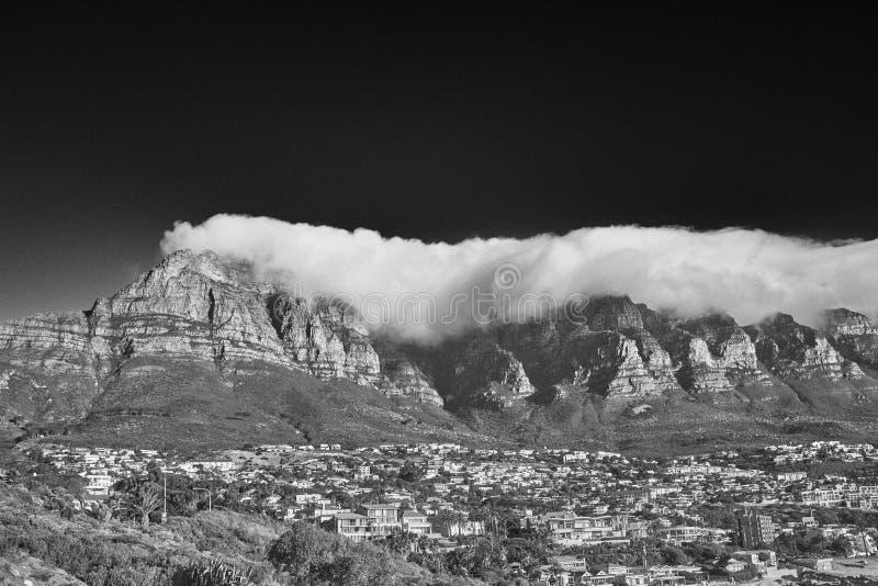 Under en filt av moln royaltyfri fotografi