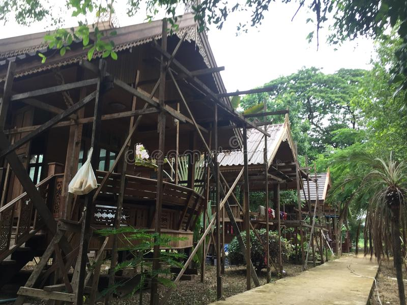Under konstruktion för thailändskt hus royaltyfria bilder