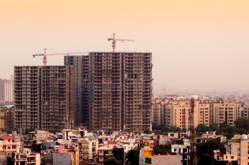 Under konstruktionsbyggnader i Delhi royaltyfri foto