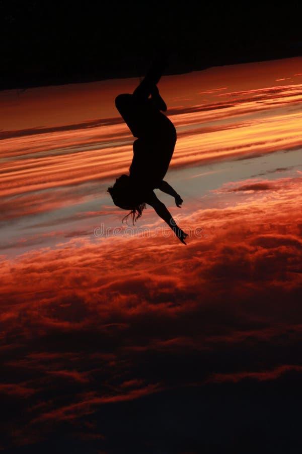 Under solnedgången arkivfoto